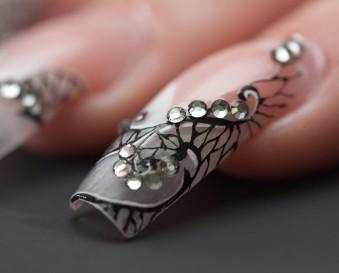 Nail art et stamping : parfait pour celles qui ont deux mains gauches