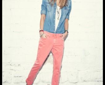 Une chemise en jean femme à détails contrastés